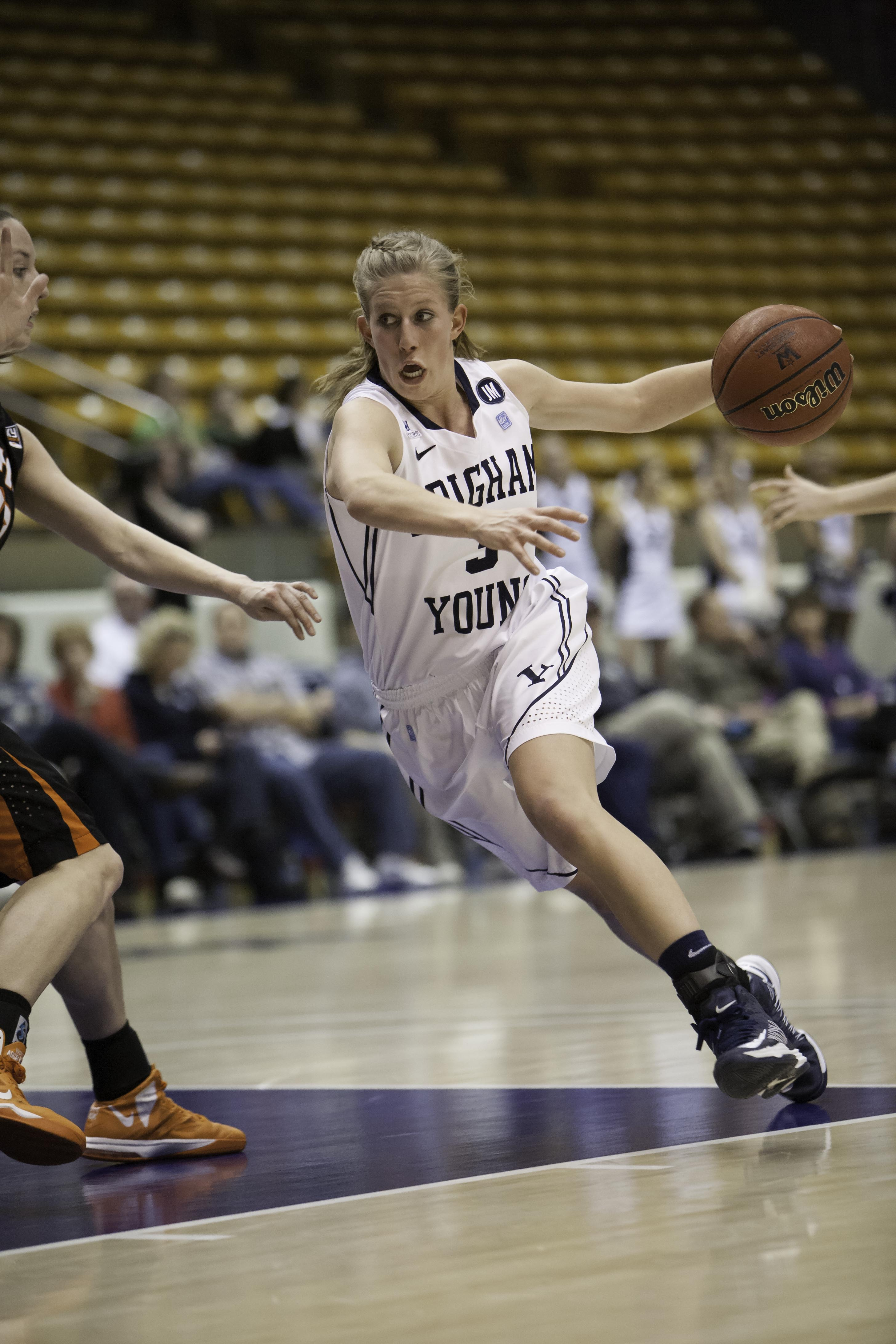Ashley Garfield dribbles the ball up to the hoop in Thursday's game against Idaho State. (Photo by Elliott Miller)