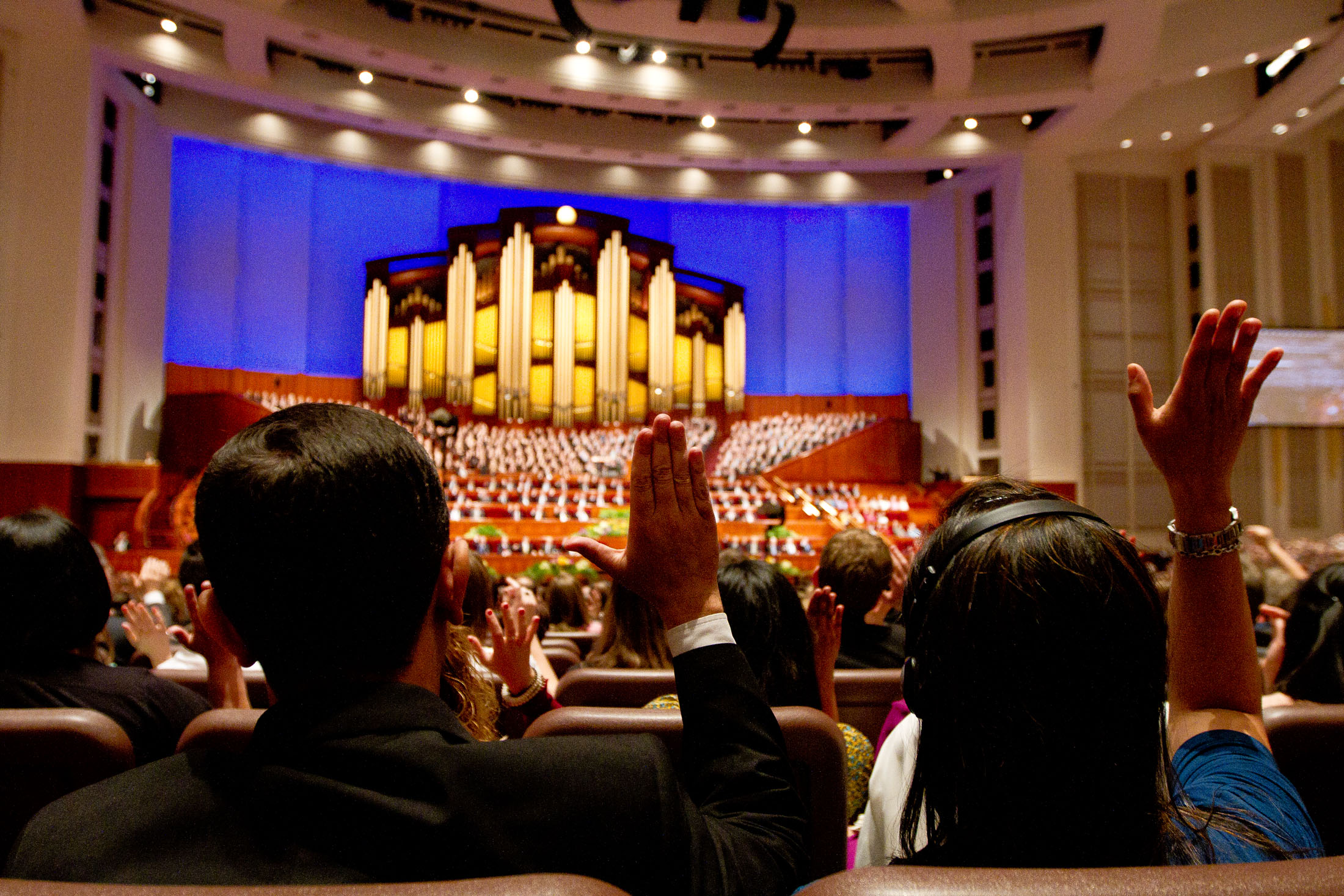 The congregation sustains the general authorities during the Saturday afternoon session of the 183rd General Conference. (Photo by Sarah Hill)
