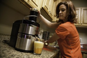 Amber Nance uses fresh ingredients make her own juice. (Photo by Elliott Miller)