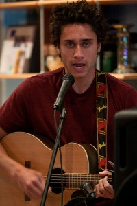 Isaac Puriri performs at Guru's on Wednesday night. (Photo by Sarah Hill)