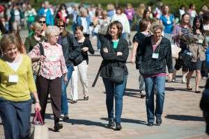 Conference attendees walk through campus during Women's Conference. (Photo by Chris Bunker)