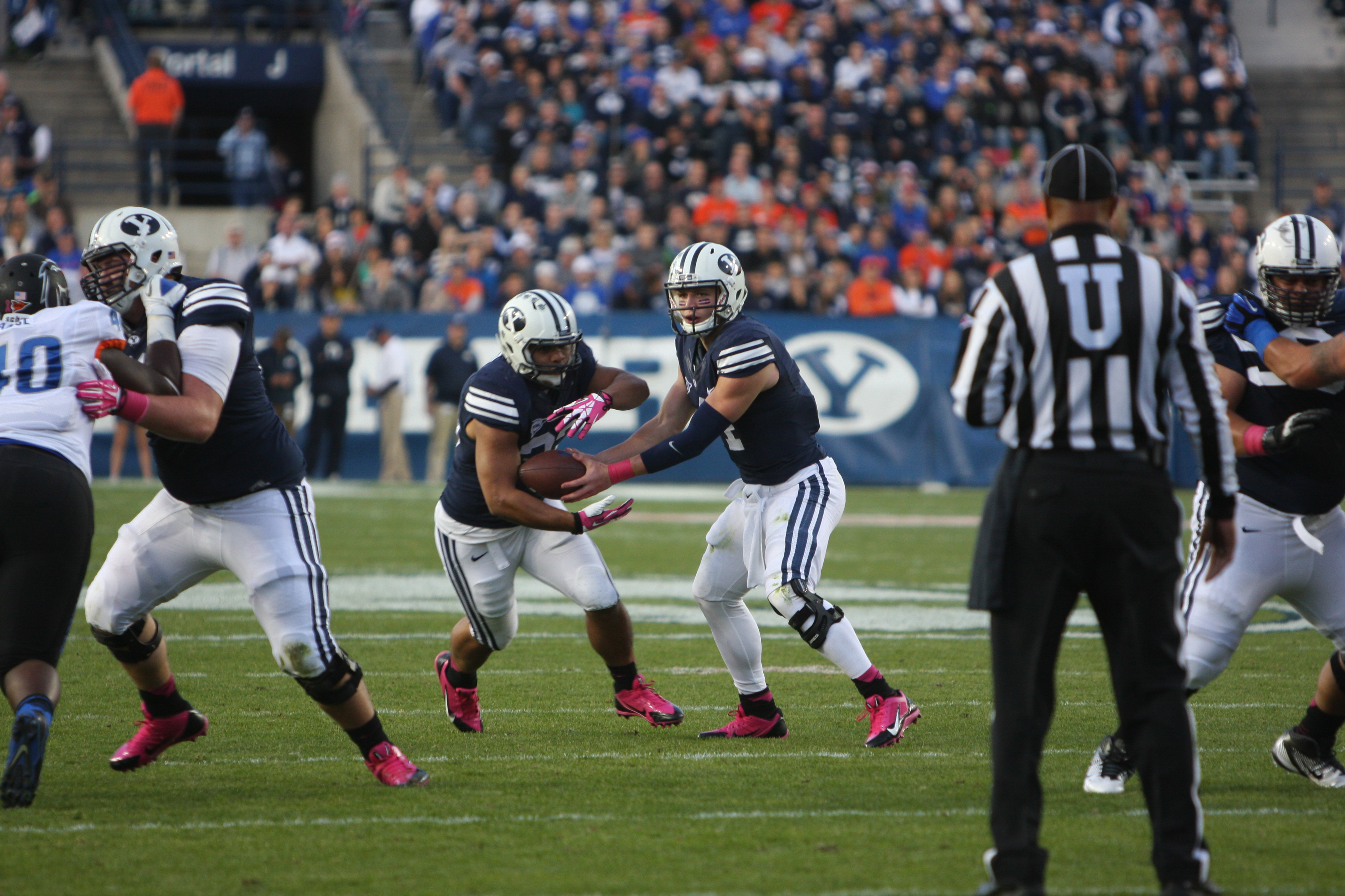 Taysom Hill hands the ball off to running back Paul Lasike. Photo by Maddi Dayton.