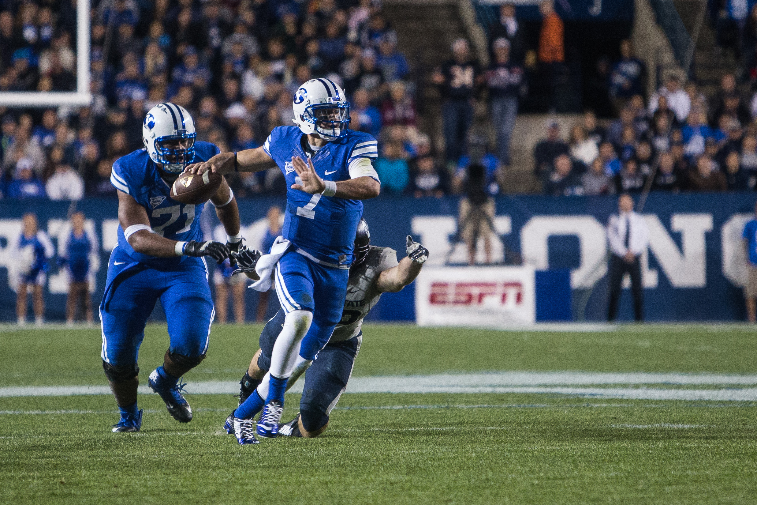 Christian Stewart looks for someone down field to throw the ball to in the game against Utah State. (Universe Photo)