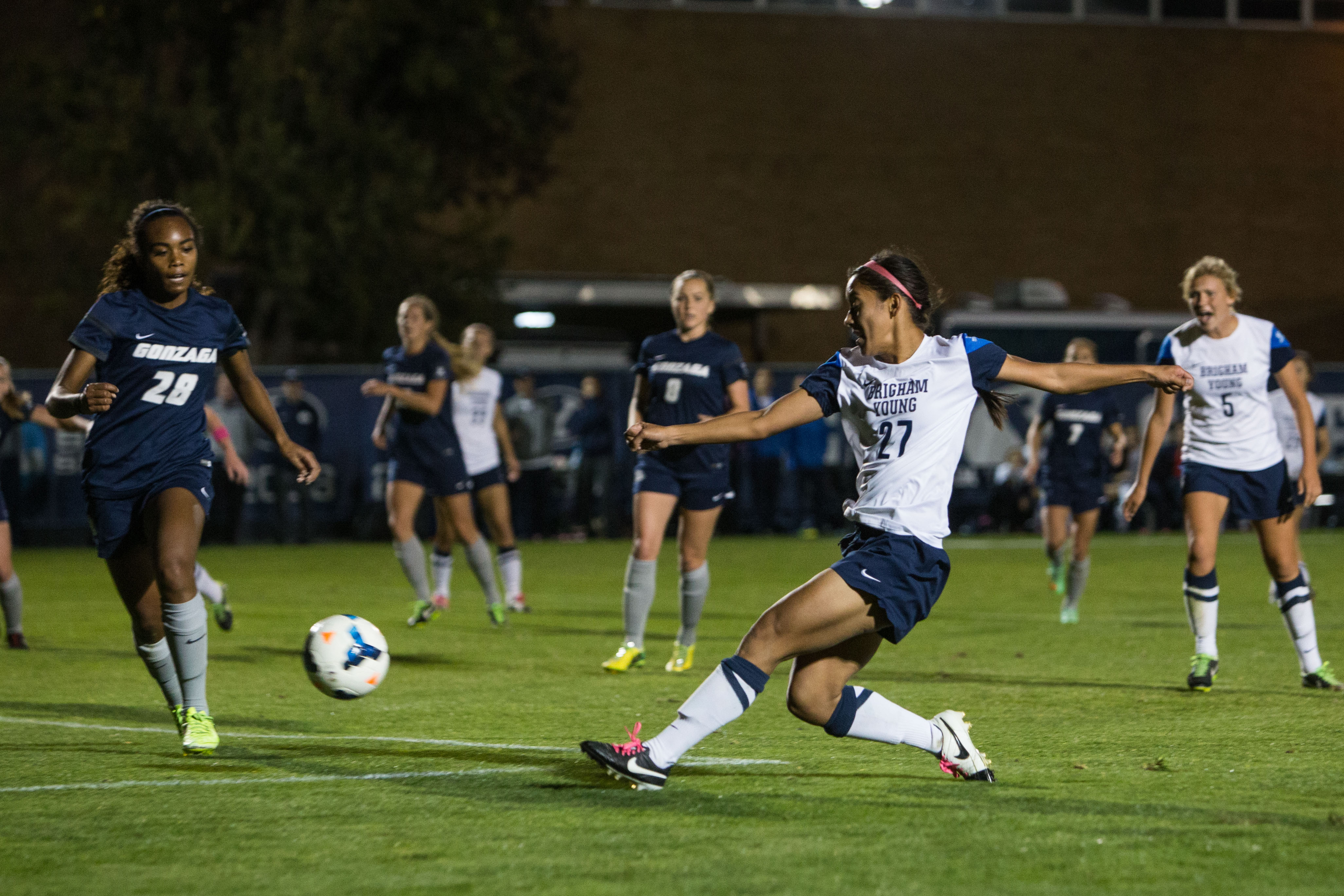 Elena Mederios scores the first goal in the game against Gonzaga (Universe Photo.)
