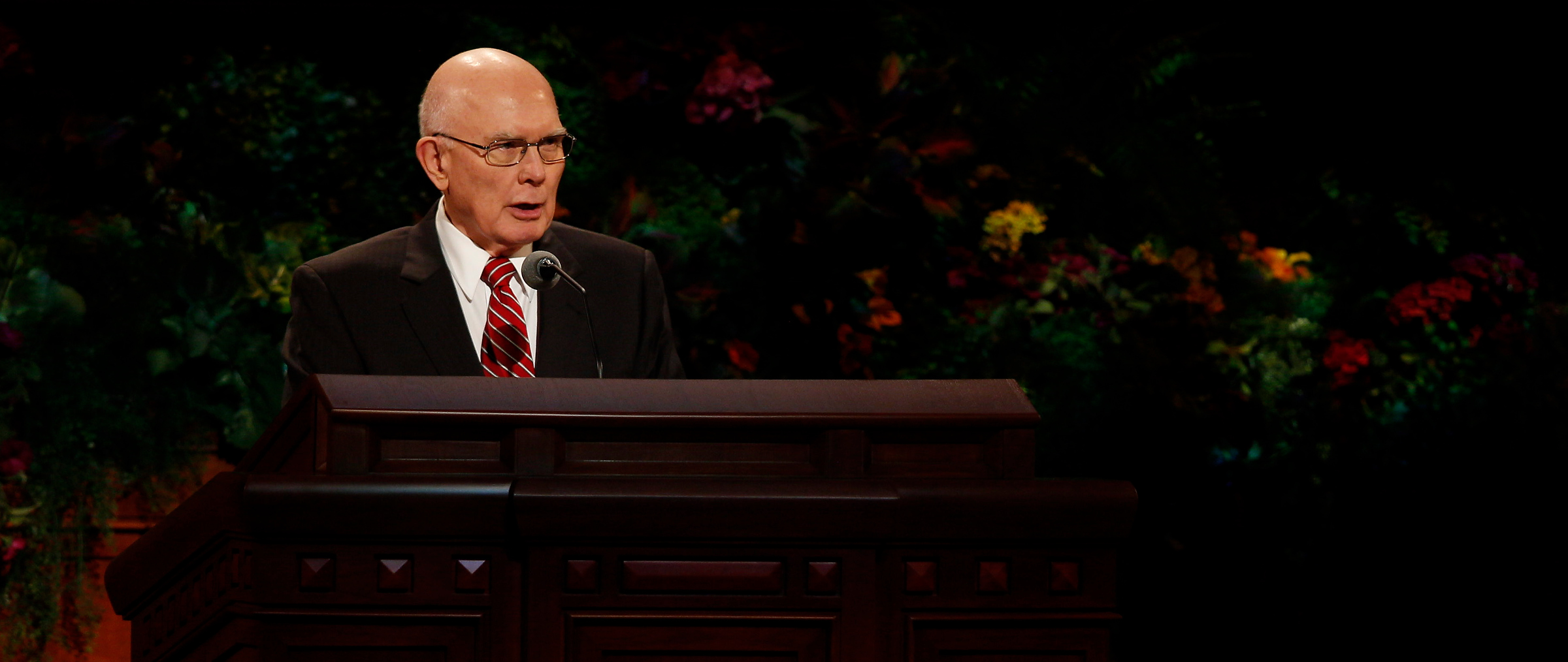 Elder Dallin H. Oaks of the Quorum of the Twelve Apostles speaks at the Saturday afternoon session of general conference, 4 October 2014. Mormon Newsroom)