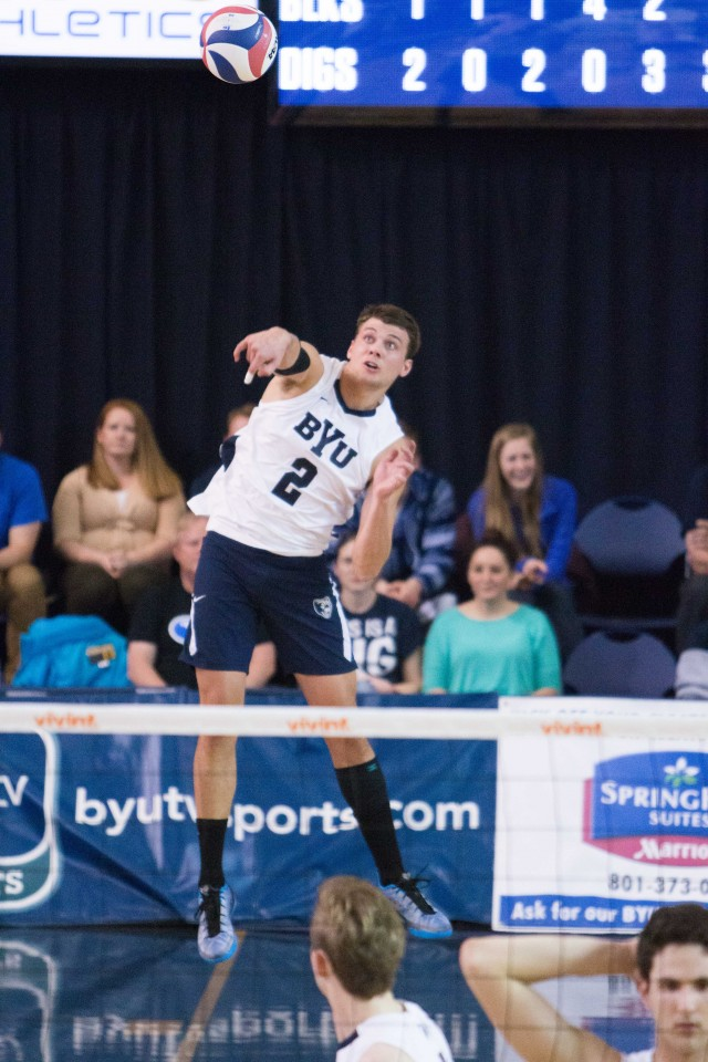Men's volleyball extends 32-game home win streak against UCSD