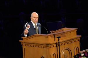 Russell M. Nelson, president of the Quorum of the Twelve Apostles, shows a card Elder Richard G. Scott gave him after serving on an assignment together. The card was more than a thank you note. It included a copy of an Elder Scott painting. (Mormon Newsroom)