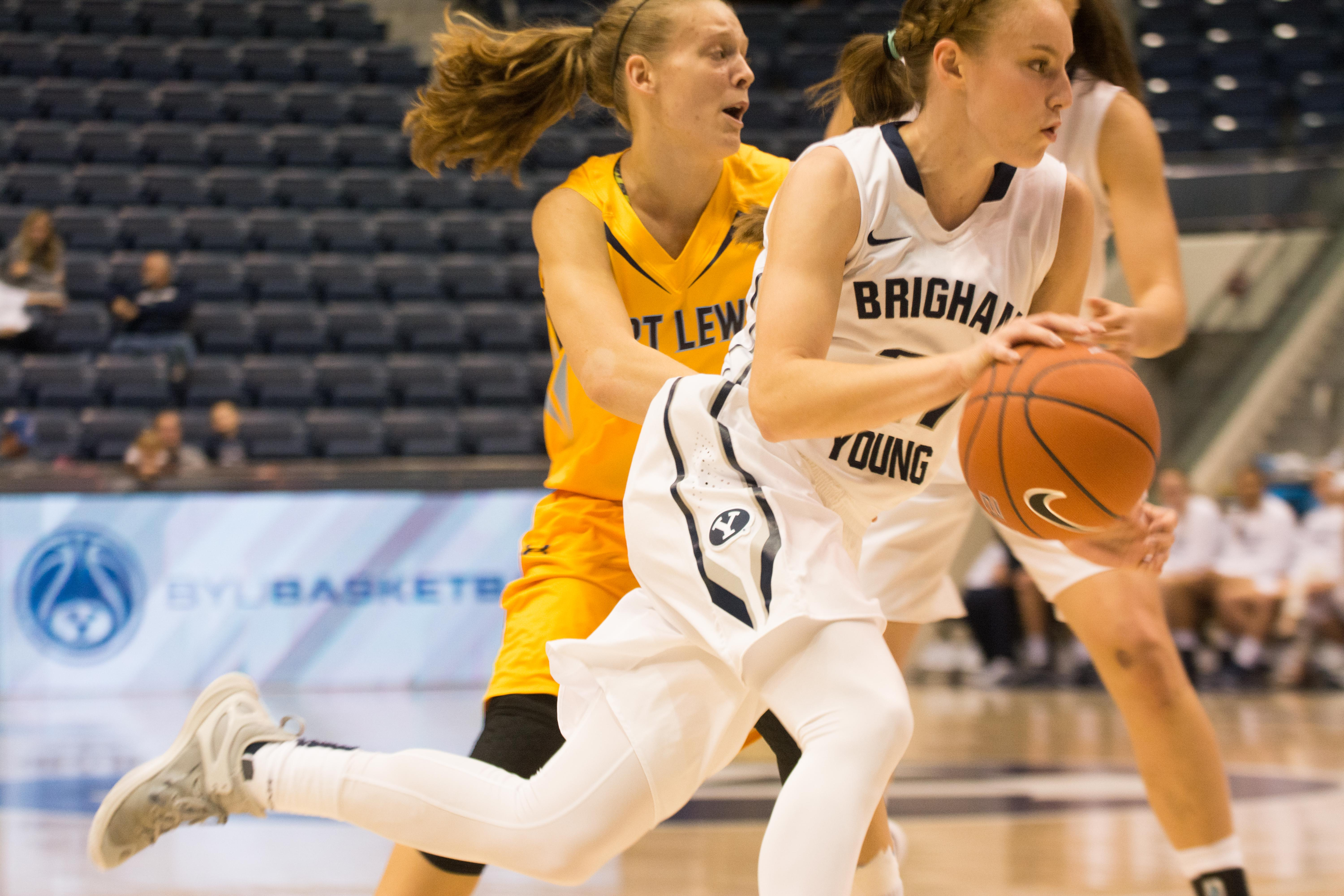 Lexi Eaton Rydalch breaks past her defender in the game against Fort Lewis. Rydalch leads the Cougars scoring an average of 22 points per game and scored 25 points to beat BYU-H. (Natalie Bothwell)