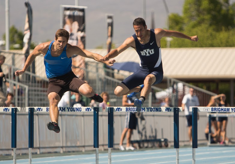 A BYU runner participates in an event last season. The Cougars had solid performances over the weekend. (Elliot Miller)