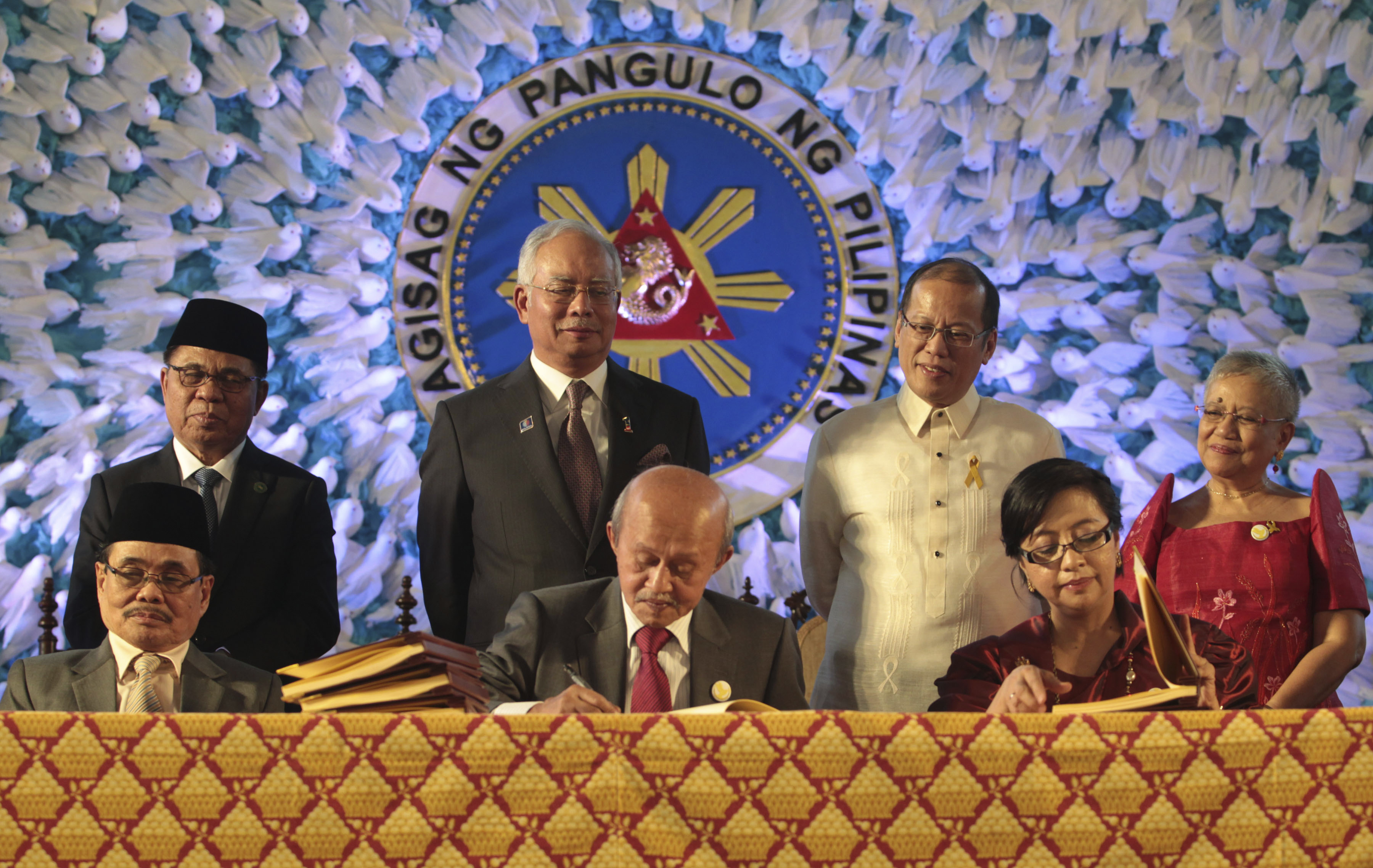 Philippines And Muslim Rebel Group Sign Peace Deal The Daily Universe