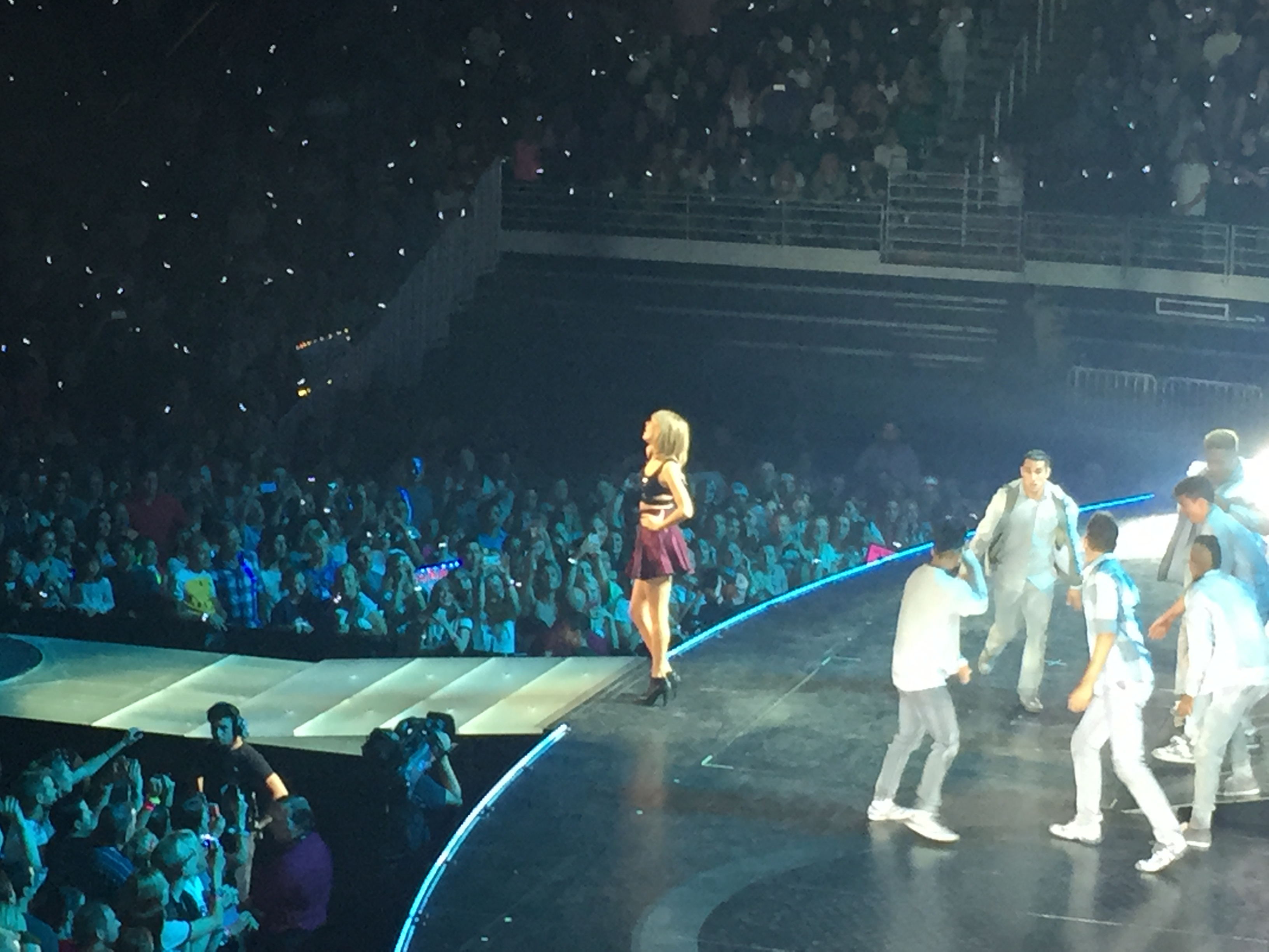 Taylor Swift Concert Never Goes Out Of Style The Daily Universe