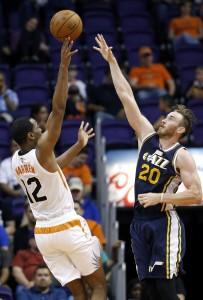 Phoenix Suns' T.J. Warren (12) shoots over Utah Jazz's Gordon Hayward (20) during the second half of an NBA preseason basketball game Friday, Oct. 9, 2015, in Phoenix. The Suns defeated the Jazz 101-85. (AP Photo/Ross D. Franklin)