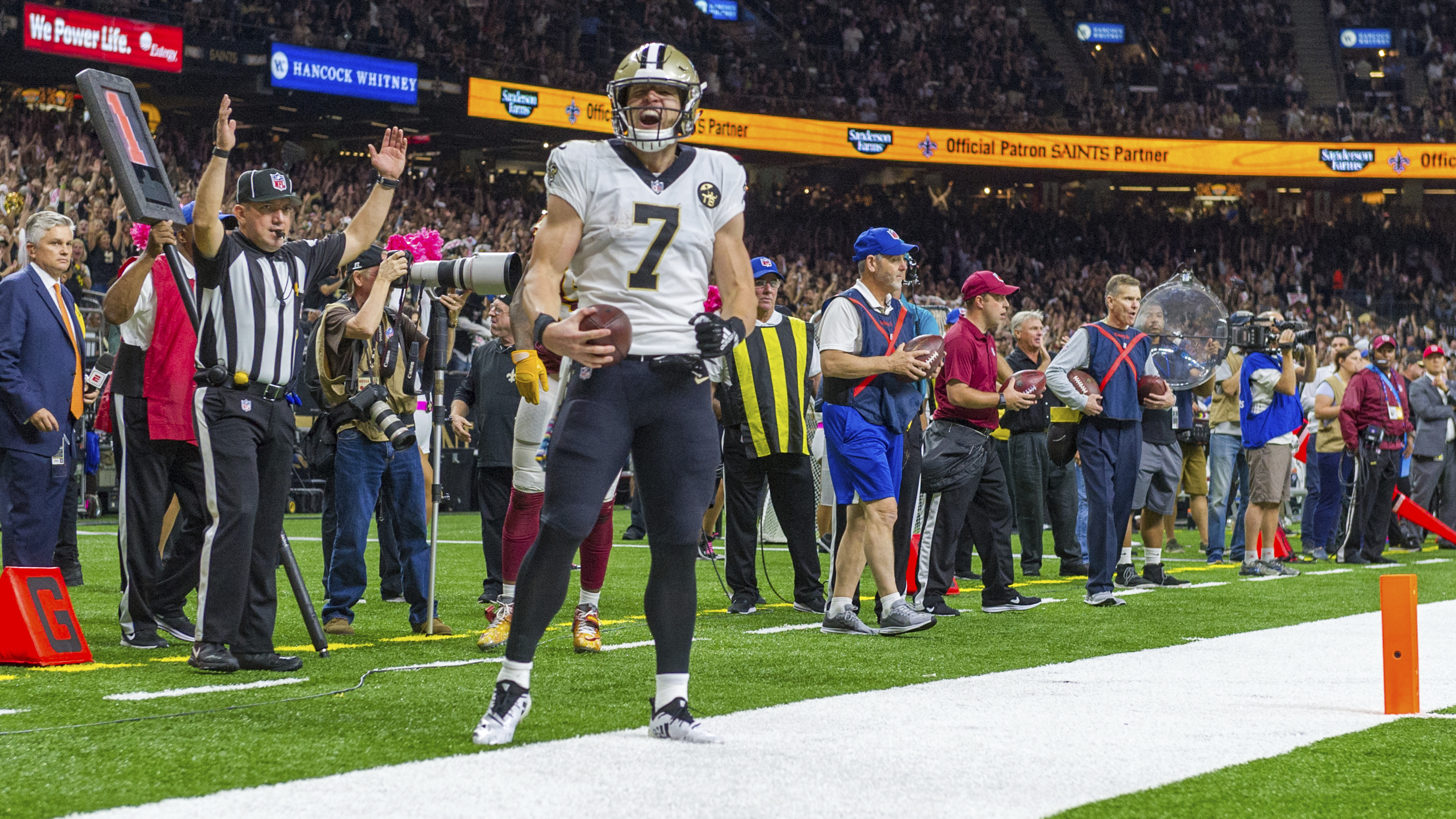 BYU alum Taysom Hill proves versatile weapon for Saints - The Daily ... 5d08b0abf